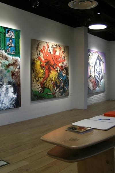 Made in India, vue de l'exposition, Galerie P Frienndland & A Rivault, Paris, 2006.